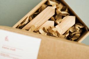 Deko Holzhäuser von topographic in Verpackung