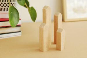 Deko Holzhäuser von topographic auf Tisch
